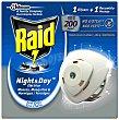 Insecticida eléctrico antimosquitos, moscas y hormigas trío + recambio night & day Caja 1 u  Raid