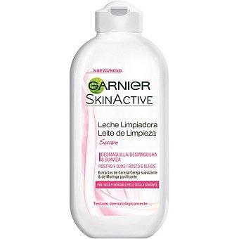 Skin Naturals Garnier Leche limpiadora suave con extractos de cereza suavizante y moringa purificante para rosstro y ojos piel seca y sensible Frasco 200 ml