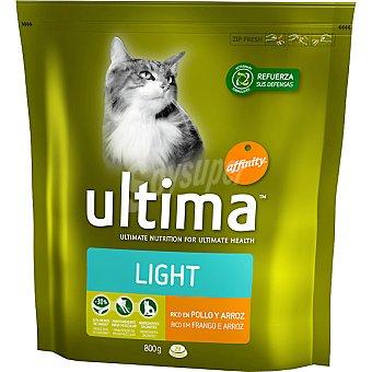 Ultima Affinity Alimento para gatos rico en pollo y arroz Light Paquete 800 g