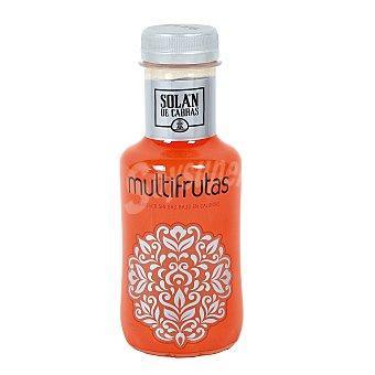 SOLAN DE CABRAS agua mineral natural con zumo de multifrutas botella  33 cl