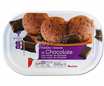 Auchan Tarrina helado de chocolate con trocitos de chocolate Tarrina de 1 litro