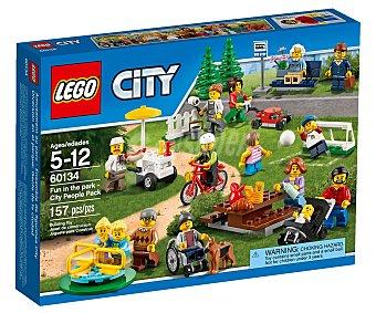 LEGO Juego de construcciones de 157 piezas Diversión en el parque: Gente de la ciudad, modelo 60134, serie City 1 unidad