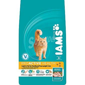 IAMS PROACTIVE NUTRITION LIGHT alimento completo especial para gatos con tendencia al sobrepeso con pollo  bolsa 850 g