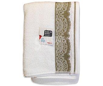 AUCHAN Toalla para ducha de algodón, estampada color blanco, 70x140 centímetros 1 Unidad