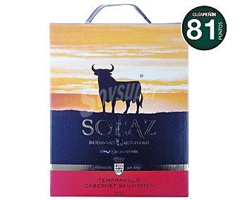 Solaz Vino tinto tempranillo y cabernet sauvignon de la tierra de Castilla, bodegas Osborne Caja de 3 litros