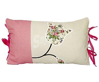 Auchan Cojín 100% algodón color rosa y beige con estampado tulipán y lazos, 30x50 centímetros 1 unidad