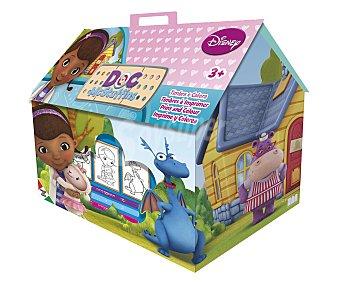 Disney Bonito maletín con los dibujos de tus personajes favoritos de la serie doctora juguetes, que incluye 7 sellos, 1 almohadilla de tinta, 3 marcadores lavables con agua y 1 libro 1 unidad