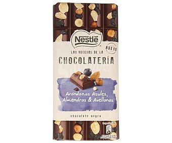 Nestlé Chocolate negro con arándanos azules almendras y avellanas  195 g