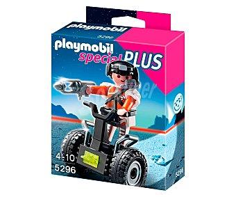 PLAYMOBIL Figura Special Plus Agente secreto con balance racer y 1 arma, modelo 5296 de 1 unidad