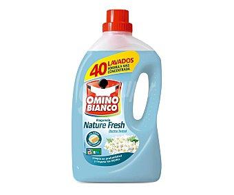 Omino Bianco Detergente de máquina líquido con fragancia natural Garrafa 40 dosis