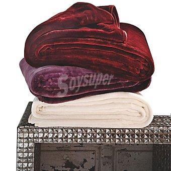 CASACTUAL Biana Bordeaux manta de pelo lisa en color granate para cama 135 cm y 150 cm