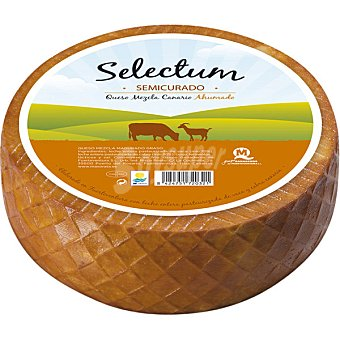 SELECTUM queso mezcla canario ahumado semicurado peso aproximado pieza 3,8 kg