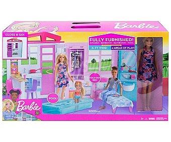 Barbie Casa portátil de muñecas con muñecas y accesorios. barbie.