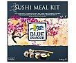 Kit de sushi que contiene una esterilla de bambú, sushi nori, arroz de sushi, vinagre para sushi , salsa de soja japonesa, pasta de wasabi, palillos y una receta Paquete 315 g Blue Dragón