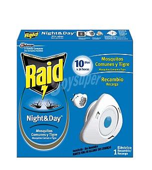 Raid Insecticida volador eléctrico Night & Day mosquitos comunes y tigre recambio Caja 1 unidad