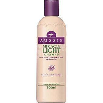 Aussie Champú Miracle Light con extracto de Lúpulo Australiano frasco 300 ml purifica y equilibra Frasco 300 ml