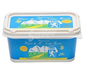 ARIAS DE LEÓN Margarina con sal Tarrina de 500 Gramos