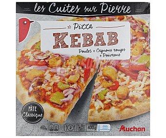 Auchan Pizza con masa clásica horneada a la piedra, con pollo asado especiado, cebolla y pimientos rojos 400 gr